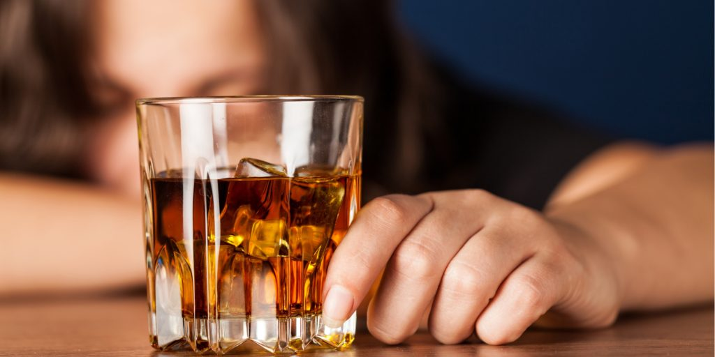 signs of alcohol addiction